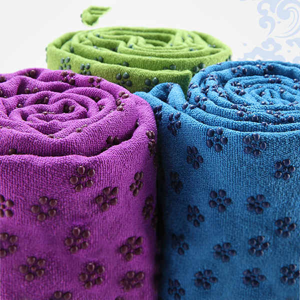 Custom Hot Yoga Mat Towel Texture 100% Absorbent Odorless Microfiber for Hot Yoga and Pilates Non Slip Yoga Towel